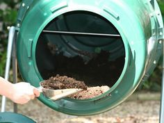 """Chart of what you can/can't compost and whether it's """"green"""" or """"brown"""" material. Good compost site!"""