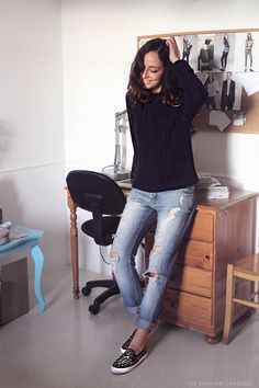 #outfit #blog #blue #jumper #boyfirend #jeans #slipons #office #blogger