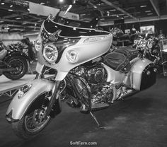 2017 Indian Roadmaster Classic All The Best Bits Are Accounted For Including Stellar 7 Inch Touch Screen Ride Command Infotainment System Featuring