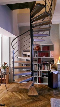 Escalier hélicoïdale en acier brut avec plateau en chêne naturel - Kuca