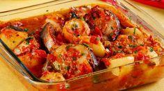 Na receita de hoje, vamos aprender como preparar um delicioso peixe ao forno com molho de tomate. O peixe é um alimento muito leve e saudável.