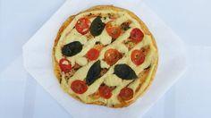 A clássica #marguerita acessível a todos. Dos glutões onívoros aos veganos de plantão.  Encontre nas lojas: ✔ @armazemdosaborsemgluten ✔ @biogardenveg ✔ @naturaleden ✔ @vegevegfoods ✔ @alecrimprodutosnaturais ✔ @natureba_bc ✔ @quitandabarranorte  ____  #pizza #pizzavegana #pizzaporn #vegana #vegetariana #veganfood #plantbased #manjericao #segundasemcarne #BalnearioCamboriu #itajai #itajaisc