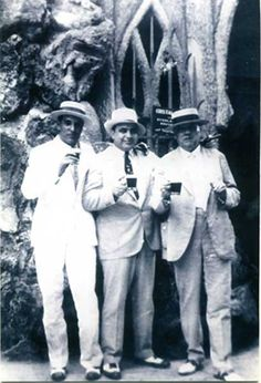 Al Capone en Cuba-Many famous and infamous people stayed in Varadero, for example Al Capone. Real Gangster, Mafia Gangster, Al Capone, Old Photos, Vintage Photos, Vintage Cuba, Vintage Photographs, Vintage Florida, Large Photos