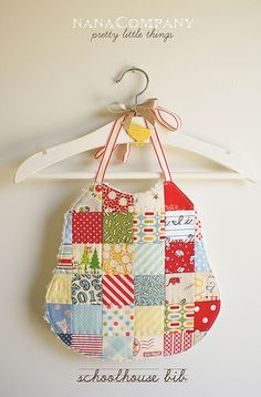 a sweet vintage inspired bib! i LOVE cute quilted bibs! Baby Sewing Projects, Sewing For Kids, Sewing Hacks, Sewing Crafts, Sewing Tips, Quilting Projects, Sewing Ideas, Snowman Quilt, Baby Mine