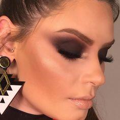 Minha modelete que amo Love Makeup, Makeup Inspo, Makeup Inspiration, Makeup Looks, Makeup Ideas, Up Hairdos, Christmas Makeup Look, Colorful Makeup, Huda Beauty