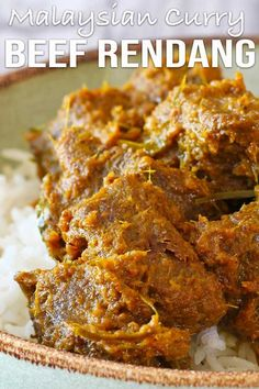 Packed with herbs and spices like lemongrass, kefir lime leaves, cinnamon and cardamom. Easy Asian Recipes, Spicy Recipes, Curry Recipes, Indian Food Recipes, Beef Recipes, Indian Foods, Beef Tips, Malaysian Curry, Malaysian Food