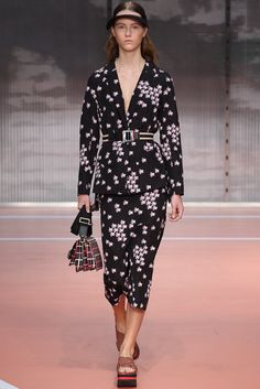 Marni Spring 2014 Ready-to-Wear Fashion Show - Julie Hoomans