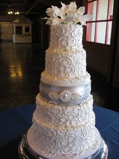 silver wedding cakes | Wedding Cakes and Why You Want One! Silver and white wedding cake ...
