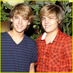 Cole and Dylan Sprouse - 2 in miss them on Suite Life! Dylan Sprouse, Sprouse Bros, Dylan And Cole, Dylan O'brien, Cole Sprouse Shirtless, Zack Y Cody, Old Disney Channel, Cole Spouse, Blonde Moments