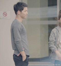 Ep 2 descendants of the sun song joong ki ~ why is he so adorable? Song Hye Kyo, Song Joong Ki, Drama Korea, Korean Drama, Descendants, Asian Actors, Korean Actors, Decendants Of The Sun, Sun Song