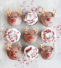 Vegan reindeer cupcakes and cranberry & orange cupcakes! Easy to make! Even santa will one one (or Christmas Cupcakes Decoration, Christmas Desserts, Christmas Baking, Christmas Cookies, Christmas Treats, Christmas Eve Quotes, Merry Christmas Gif, Merry Christmas Everyone, Half Christmas