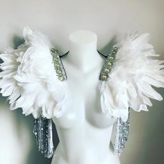 Super fly, white and silver feather wings with sequin tassel and . Carnival Costumes, Dance Costumes, Cosplay Costumes, Accessoires Photo, Silver Wings, White Wings, White Angel, Festival Outfits, Festival Clothing