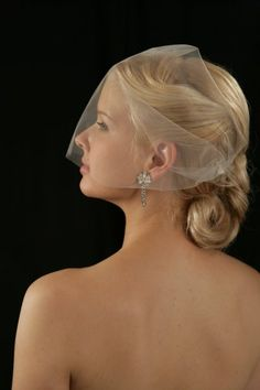 Vintage themed bride hair by Lisa Leming