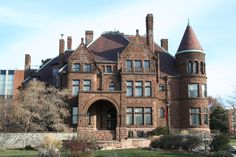 Cupples House - built in 1890, locatedin the heart of the St. Louis University campus, a museum and art gallery.