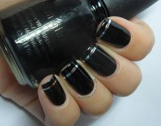 Modern French manicure with silver striping tape Mani Pedi, Manicure And Pedicure, Nailart, Black Nails, Diy Nails, Nail Polish, Make Up, My Favorite Things, Silver