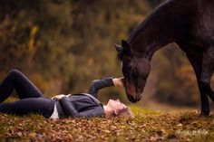 Pferd & Mensch – Horse Photography – Monika Bogner Photography – Horse Photography and Dog Photography in Bavaria and all of Germany Horse Senior Pictures, Pictures With Horses, Horse Photos, Animal Pictures, Horse Girl Photography, Equine Photography, Animal Photography, Landscape Photography, Horses And Dogs