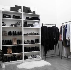 When you are thinking about redoing your home, one aspect that you should carefully consider redoing is the closet. The problem is you may not know the benefits of using the dream closets designs to Closet Space, Walk In Closet, Shoe Closet, Home Bedroom, Bedroom Decor, Bedrooms, Organiser Son Dressing, Closet Vanity, Dressing Area