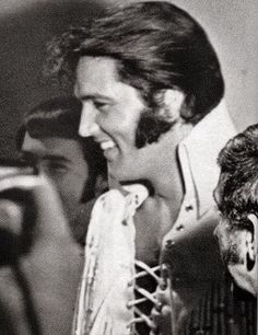 Elvis talking with backup singers on opening night at the Las Vegas International, August 1970.