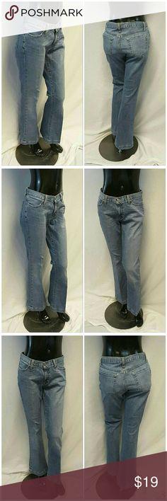 "GAP LONG & LEAN STRETCH LIGHT Wide Hemline sz 4 GAP LONG & LEAN STRETCH LIGHT, Wide Hemline, denim jeans, size 4 See Measurements, hemline  1 1/4"", slightly frayed at bottom of hem, machine washable, 98% cotton, 2% spandex, approximate measurements:  16"" waist laying, 32"" inseam, 4"" zipper, 41"" length waist to hem, 9"" rise waistband to crotch. ADD TO A BUNDLE!  20% BUNDLE DISCOUNT! GAP  Jeans"