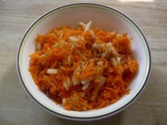 Recipe for Slovak apple-carrot salad. As the name suggests, it consists of apples and carrots. It's very easy to make and quite delicious! Slovak Recipes, Czech Recipes, My Recipes, Salad Recipes, Ethnic Recipes, Favorite Recipes, Salad Bowls, Pasta Salad, Kitchens