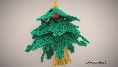 Alberello di Natale all'uncinetto con perline e nappina