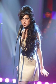 Amy Pic Posting for Fun! - Page 942 - Anything Amy Amy Winehouse, Jazz, Divas, Amazing Amy, Jackson, Thats The Way, Female Singers, Her Music, Back To Black