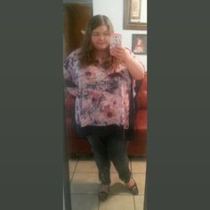 Cute plus size outfit. Ava and Viv top. Old navy skinny jeans. Purple flats. Plus size fashion.