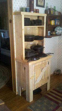 """Small Country Hutch"" from recycled pallets"