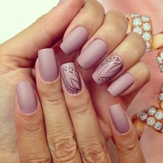 Lilac, understated nails. For mother of the bride