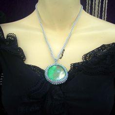 Collier fantaisie gris et vert  15 euros +fp en e-boutique