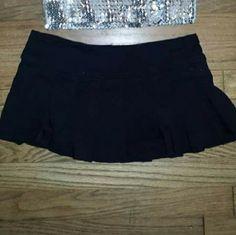 Skirt Has shorts (skort) very short and stretchy Forever 21 Skirts Mini
