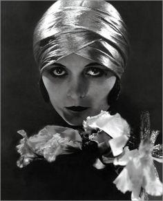 Pola Negri,by Edward Steichen,1925.