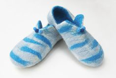 Hand Felted wool slippers, ready to ship (EU 34, US 4)