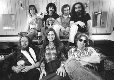 The Grateful Dead in 1977 (F) Keith Donna Phil (B) Bobby Mickey Bill Jerry
