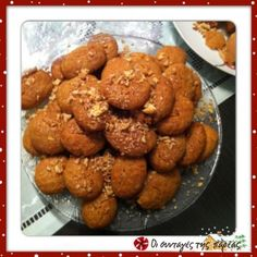 "Great recipe for Melomakarona by Akis. This recipe for melomakarona (Christmas honey cookies with walnuts) is from Akis' show, ""Πρωινό μου"". I am sharing it with you because it is really worth trying! Recipe by nanat Greek Cookies, Honey Cookies, Walnut Cookies, Greek Sweets, Greek Desserts, Greek Recipes, Greek Pastries, Flourless Chocolate Cakes, My Dessert"