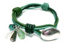 pulsera de cueros verdes y cristal