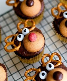 A Cute and Festive Dessert Idea: Reindeer Cupcakes - - Are your kids big fans of Rudolph? If so, they're sure to love these Reindeer Cupcakes from With Sprinkles on Top—complete with red nose! Christmas Cupcakes Decoration, Christmas Cake Designs, Christmas Cake Topper, Holiday Cupcakes, Christmas Desserts, Christmas Cakes, Winter Cupcakes, Christmas Goodies, Christmas Baking