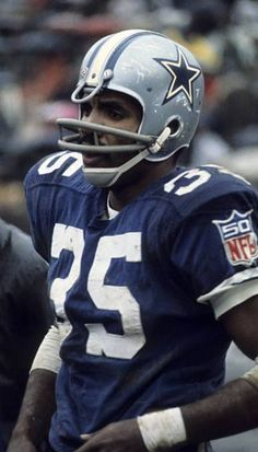 Calvin Hill Football Video Games, Nfl Football Players, Football Helmets, Calvin Hill, Cleveland Browns History, Nfl Photos, How Bout Them Cowboys, Football Conference, Vintage Football