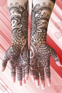 Henna or Mehndi....there is no end to the masterpieces that one can create with this powder/paste.....