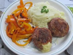 Mashed Potatoes, Beef, Ethnic Recipes, Food, Whipped Potatoes, Meat, Smash Potatoes, Essen, Meals