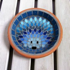 Moonlight Hedgehog Mosaic Garden Water Dish Bowl Saucer The Design A mosaic hedgehog design made using all shades of blue tiles from deep sapphire to sky, and aqua to deep turquoise. This saucer is perfect for leaving fresh water out for the hedge. Mosaic Diy, Mosaic Crafts, Mosaic Projects, Mosaic Glass, Glass Art, Stained Glass, Mosaic Mirrors, Mosaic Ideas, Mosaic Wall