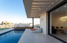 poolresidencelucianosantandreu33 When Free Movement and Harmony Collide: Pool Family Home in Israel