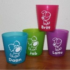 plastic bekers met naam. Shot Glass, Stickers, Tableware, Dinnerware, Tablewares, Dishes, Place Settings, Shot Glasses, Decals
