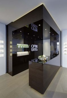 Optik Weiss by Heikaus, Aichtal Germany eyewear store design Shop Interior Design, Retail Design, Store Design, Eyeglass Stores, Eyewear Shop, Glasses Shop, Optical Shop, Exhibition Stand Design, Interior Concept