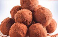 Manteli-aprikoosisuklaapallot Sweets, Bread, Food, Sweet Pastries, Goodies, Essen, Breads, Baking, Candy