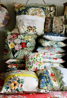You may love this Vintage Retro Home Decoration Ideas top picked ideas from 58 Vintage Retro Home Decoration Ideas. Get Best Ideas from our gallery! Interiores Shabby Chic, Deco Boheme, Granny Chic, Vintage Tablecloths, Vintage Textiles, Vintage Linen, Vintage Decor, Decorative Cushions, Floral Cushions