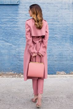 How to Wear All Pink Outfits for All Seasons Winter Chic, Pink Fashion, Trendy Fashion, Fashion Outfits, Fashion Coat, Pink Outfits, Classy Outfits, Look Rose, Pink Trench Coat