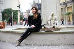 Fidenza Village: una giornata di shopping sfrenato per i saldi! - Irene's Closet - Fashion blogger outfit e streetstyle Irene, Leather Pants, Normcore, Shopping, Style, Fashion, Leather Jogger Pants, Swag, Moda