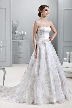Brautkleid aus der Agnes by Mode de Pol Kollektion 2015 :: flower printed bridal dress from the 2015 Agnes collection by Mode de Pol.