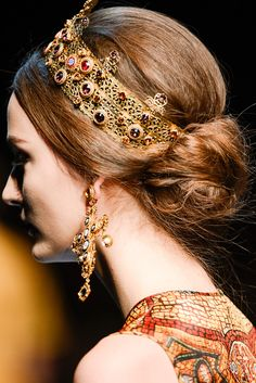 The complete Dolce & Gabbana Fall 2013 Ready-to-Wear fashion show now on Vogue Runway. Dolce & Gabbana, Look Fashion, Fashion Show, Milan Fashion, Womens Fashion, Runway Fashion, Mode Baroque, Bijoux Art Deco, Moda Formal